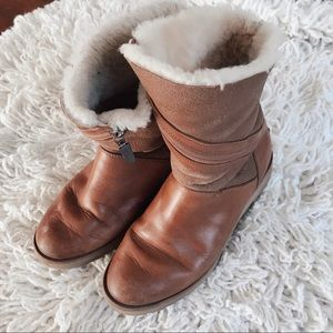 UGG BOOTS UNIQUE SHERPA LINED SIZE 7